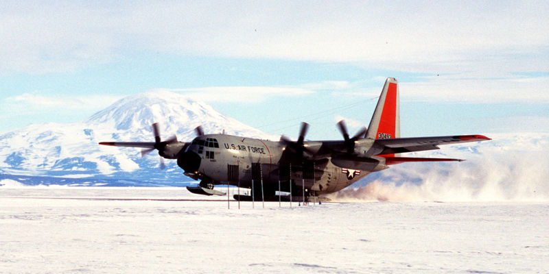 800px-C-130_South_Pole_landing.jpg